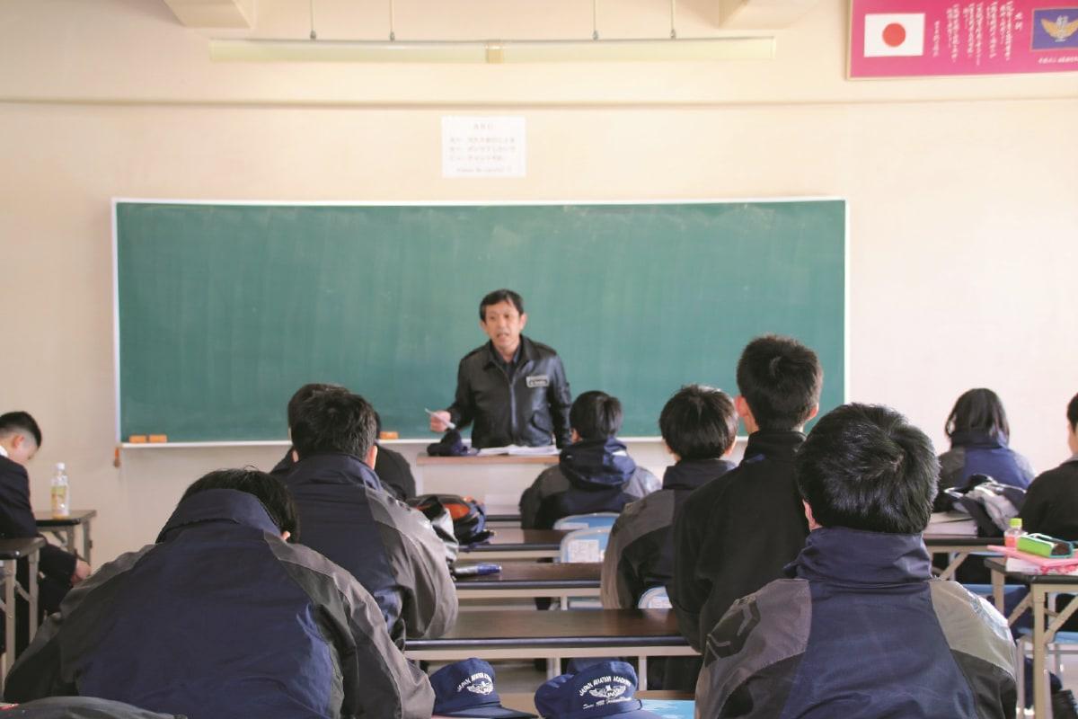 クラス担任制の導入