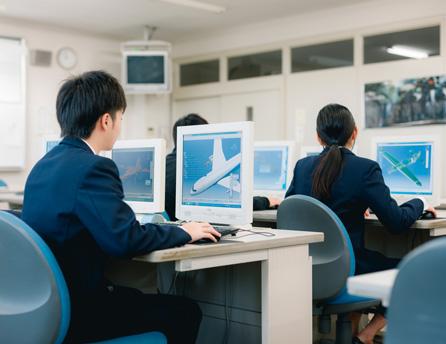 2次元CAD演習や実機による飛行機実習